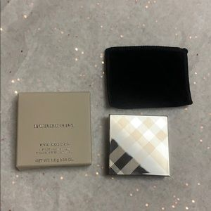 Burberry wet and dry glow shadow pale barley #102